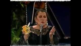 Lola Beltran entrega de trofeo tv novelas cucurrucucu paloma y paloma negra
