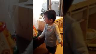 1歳と4ヶ月の息子 爆笑.