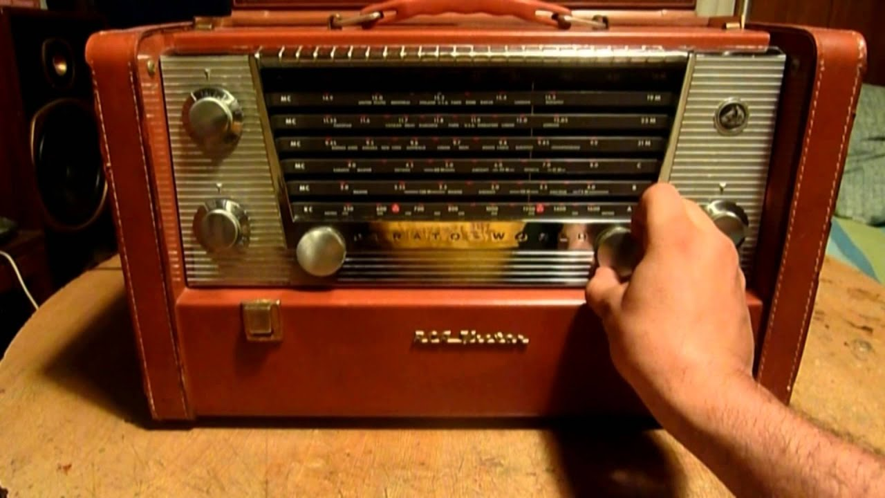 1956 RCA Victor Strato World Radio Model 7 BX 10