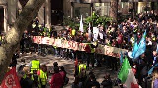 Roma, manifestanti Alitalia bloccano via Veneto: