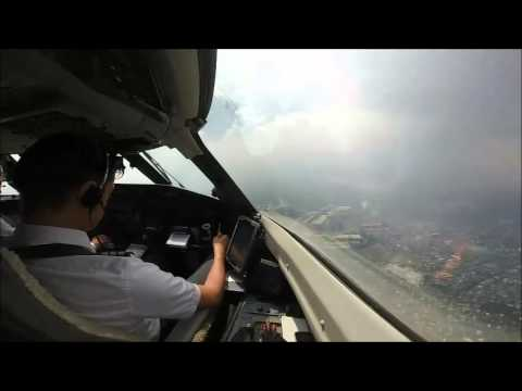 Philippines : Landing in Manila (Cockpit View)