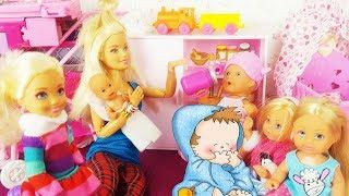 Rodzinka Barbie - Przedszkole w domu Kaji? Zabawa w chowanego!!  bajki dla dzieci