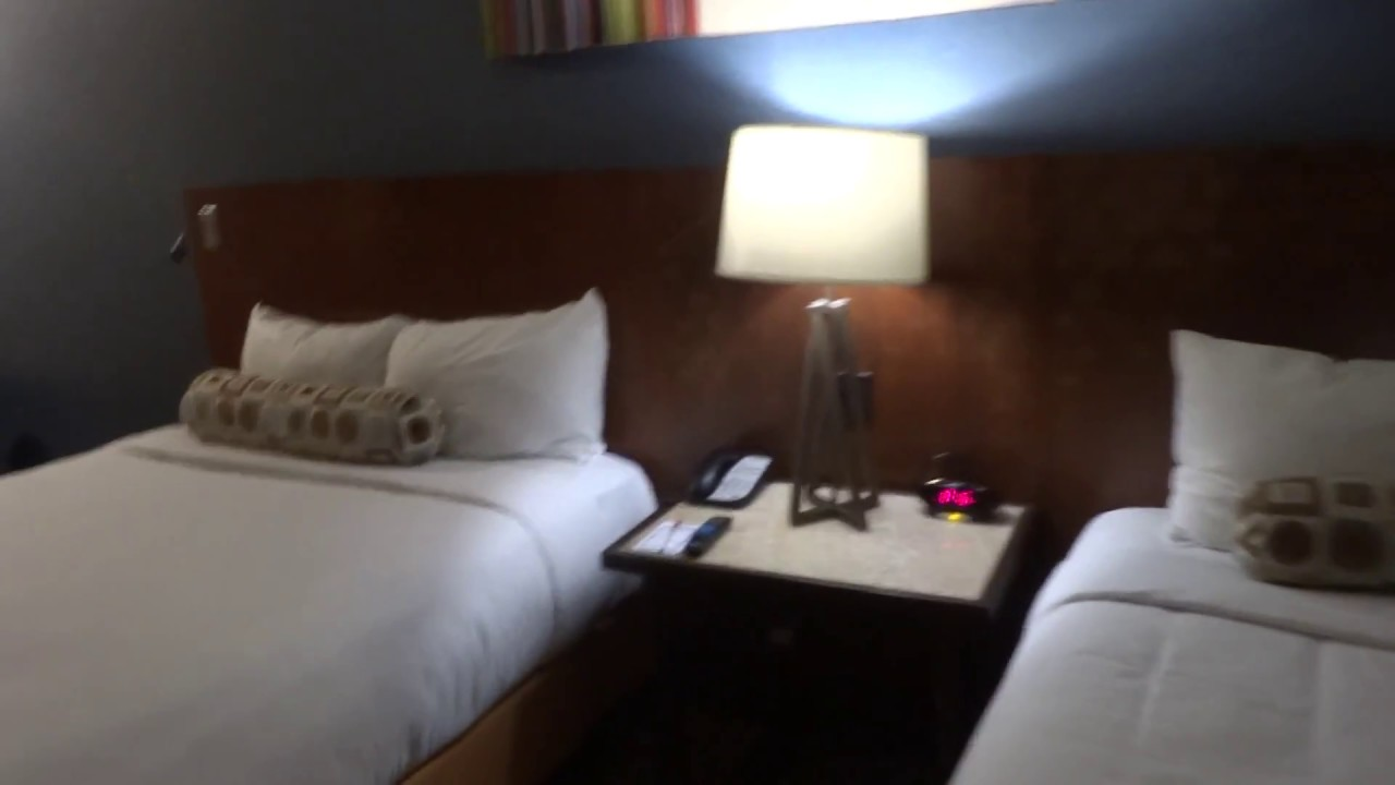 Hotel: Excalibur Hotel U0026 Casino Las Vegas*** Room 6151 Royal Tower Queen  (HotelRooms)