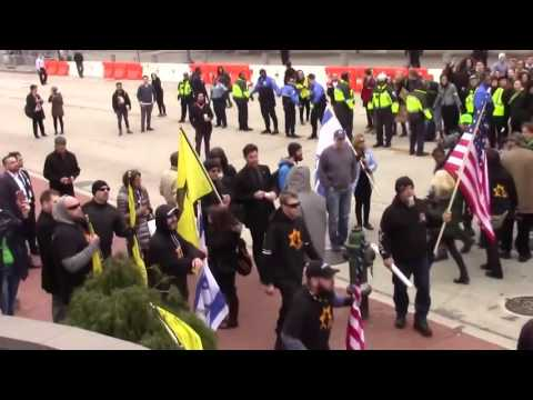 Jewish Defense League beat Palestinian protesters at AIPAC (Mar 26, 2017)