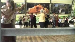 Танцы разных поколений
