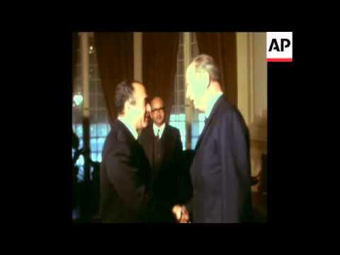 SYND 20/2/72 EGYPTIAN PRESIDENT SADAT MEETS SOVIET DEFENCE MINISTER MARSHAL GRECHKO IN CAIRO