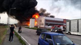 Filmato completo incendio isopipes  cittadella dall-arrivo dei vigili del fuoco al crollo del muro