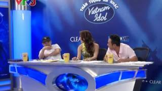 """[Vietnam Idol 2012] Nguyễn Hương Giang khiến NS Quốc Trung """"ko dám"""" nhìn trực tiếp..."""
