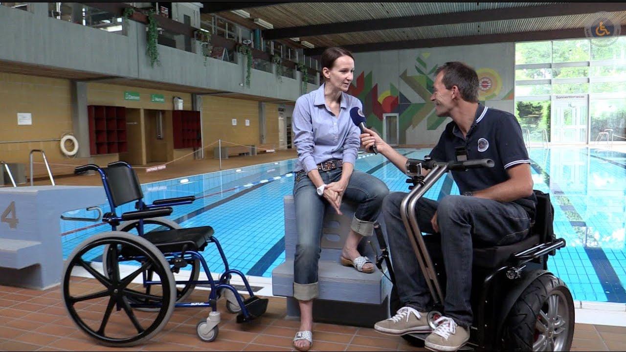 Rollstuhl Freizeitbad Duschrollstuhl - YouTube
