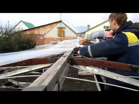 видео: Пленка для теплиц и её крепление на каркас