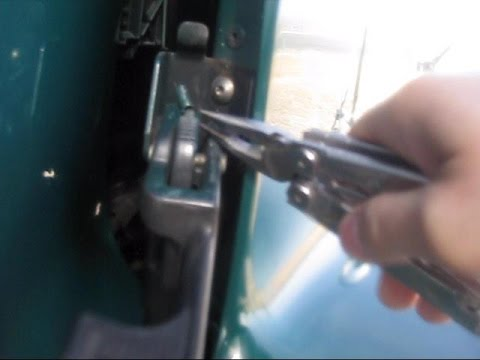 How to fix a hinge ~ 25 Cents spring ~ Freightliner Century class Truck