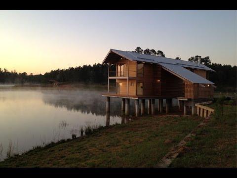 Construcci n de casa de madera de dos pisos youtube - Casas de campo interiores ...