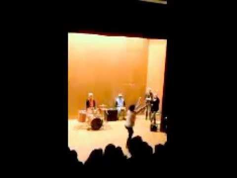 """Improvisation danse  , """"Home"""" Ella Eyre(spectacle de Noel , lycée Camille Pissarro, Pontoise)"""