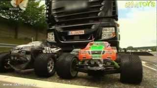 Сколько нужно машинок чтобы сдвинуть грузовик?