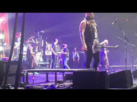 Five Finger Death Punch - Burn MF Live in Halifax 2016