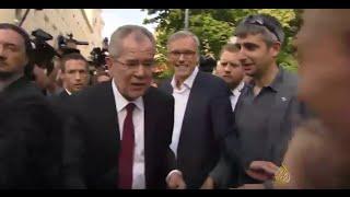 فان دير بيلين رئيسا للنمسا بالكاد مجنبا البلاد من حكم مرشح اليمين المتطرف