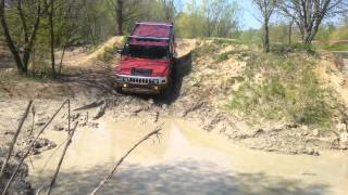 2x Hummer H2 offroad in mud