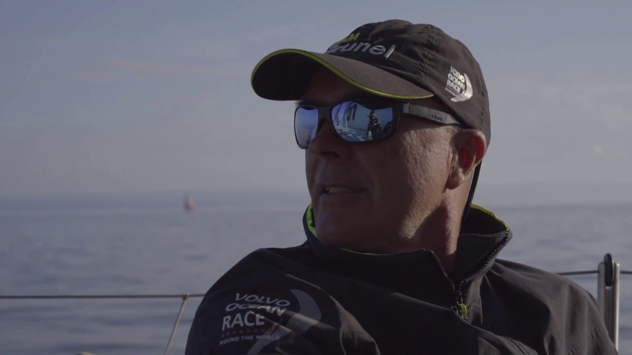 Duplicate/repeat video. Bouwe in drifting conditions. TTToP. Sam: Bouwe, what's the current situation? Bouwe: Hardly any breeze. Dongfeng somehow sneaked around the outside, from nearly last to first. Wherever the new breeze is going to fill in from, should do well. Should fill in from the north, and we're the most northerly boat. Kyle yawns.
