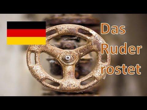 Die MS Deutschland treibt in einen Sturm