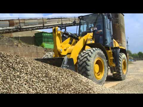 Cat® 910K and 914K Compact Wheel Loaders at Work