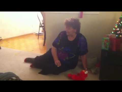 58 year old woman pissing herself laughing with LOL Elmo!Kaynak: YouTube · Süre: 5 dakika8 saniye