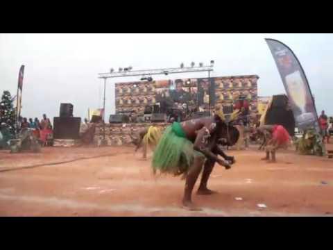 Fokamaise... Danse bafia à la competition des  brasseries du cameroun.