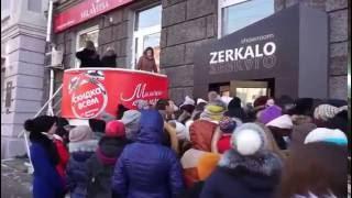 очередь в шоу-рум Zerkalo в Красноярске