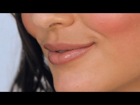 Do Your Lip Makeup like Selena Gomez | Makeup Lessons
