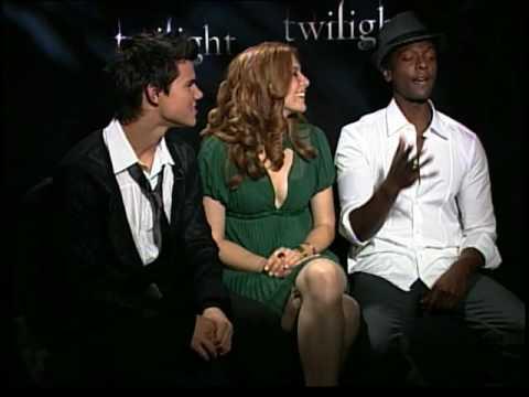 Taylor Lautner Rachelle Lefevre Edi Gathegi twilight talk