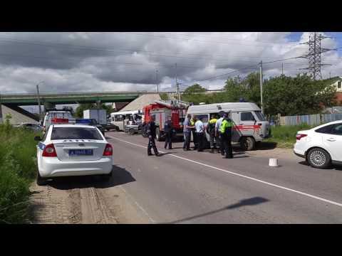 В Туле жестко столкнулись пассажирский автобус и ВАЗ