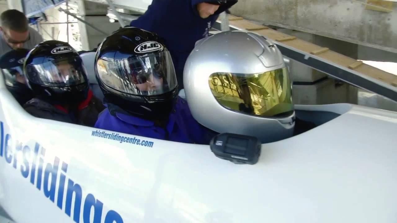 Piste de bobsleigh des jeux olympiques de 2010 whistler for Interieur bobsleigh