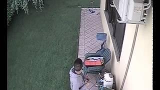Ladri in azione a casa mia. Video 1 di 2.