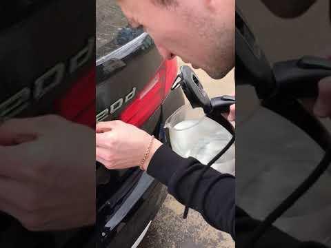 BMW 320d удаление шильдиков с богажника