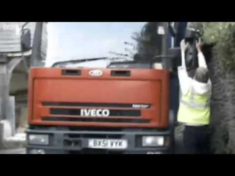 Lorry gets stuck after following sat-nav directions