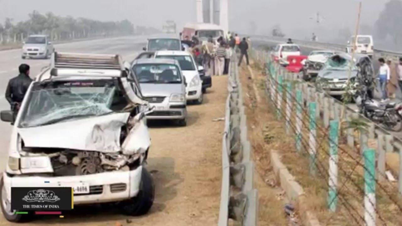 Delhi Agra Expressway Accident   18-Car Pile-Up,15 Injured