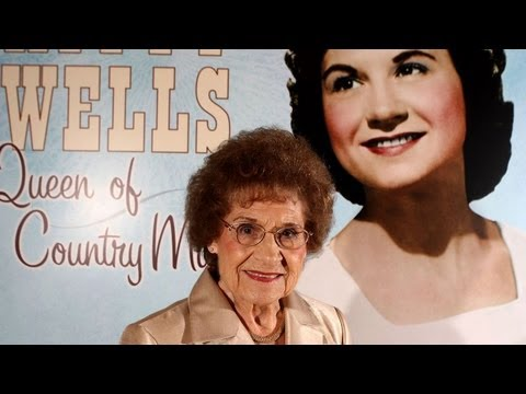 Country Superstar Kitty Wells Dies at 92