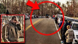 Toți locuitorii acestui orășel s au alineat pe marginea drumului, El nu înțelegea ce se înâmplă
