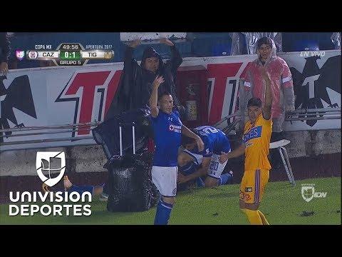 ¡Alarma en el Azul! Víctor Zúñiga se lesiona con una silla y termina inconsciente
