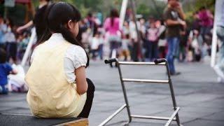 【慢飛天使 完整版街頭實測影片】身障童遭歧視,你會伸出援手嗎?