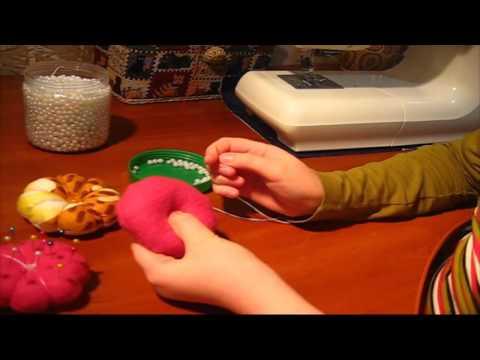 видео: Поделки с детьми! Подарок маме своими руками. Игольница своими руками.
