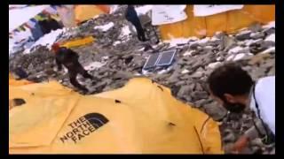 Альпинисты на Эвересте успели снять на видео накрывшую их лавину 30.04.2015(https://www.youtube.com/channel/UC7ZaxsZZSfybZCWBu6vCkfw/videos - НОВЫЕ ВИДЕО НОВОСТИ Альпинисты на Эвересте успели снять на видео ..., 2015-04-30T14:50:50.000Z)