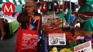 Comerciantes del tianguis de la Condesa dan las últimas bolsas de plástico
