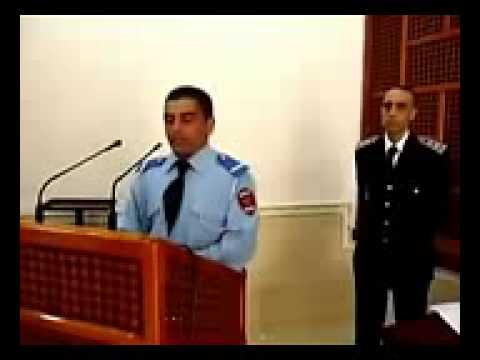 شرطي Ù...غربي يتلو القرآن الكريÙ... بطريقة رائعة