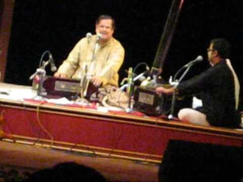 Pt. Ajay Chakraborty performing'Kya Karo Sajani Aye Na Balm'