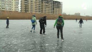 Астраханське ГУ МНС забороняє виходити на лід, але рибалок та любителів ковзанів це не зупиняє