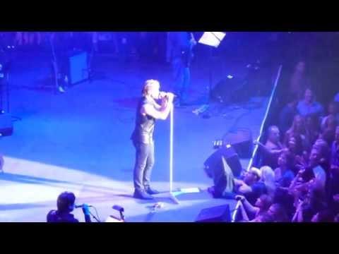 Jon Bon Jovi & Friends - Under Pressure (Las Vegas 2012) Queen Cover