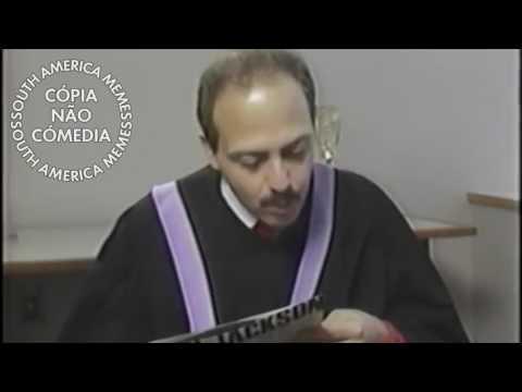 Homem com a fala mais rápida do mundo recita Filósofo Piton