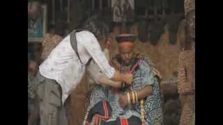 Cameroun - Le Roi de Babungo découvre le micro-cravate