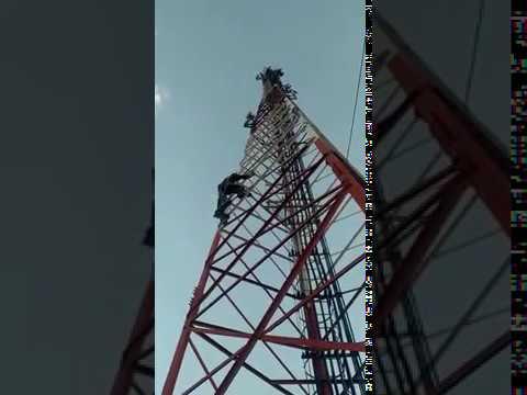 Telecom technician Rigger Work On Ufone Tower Must Watch 2018