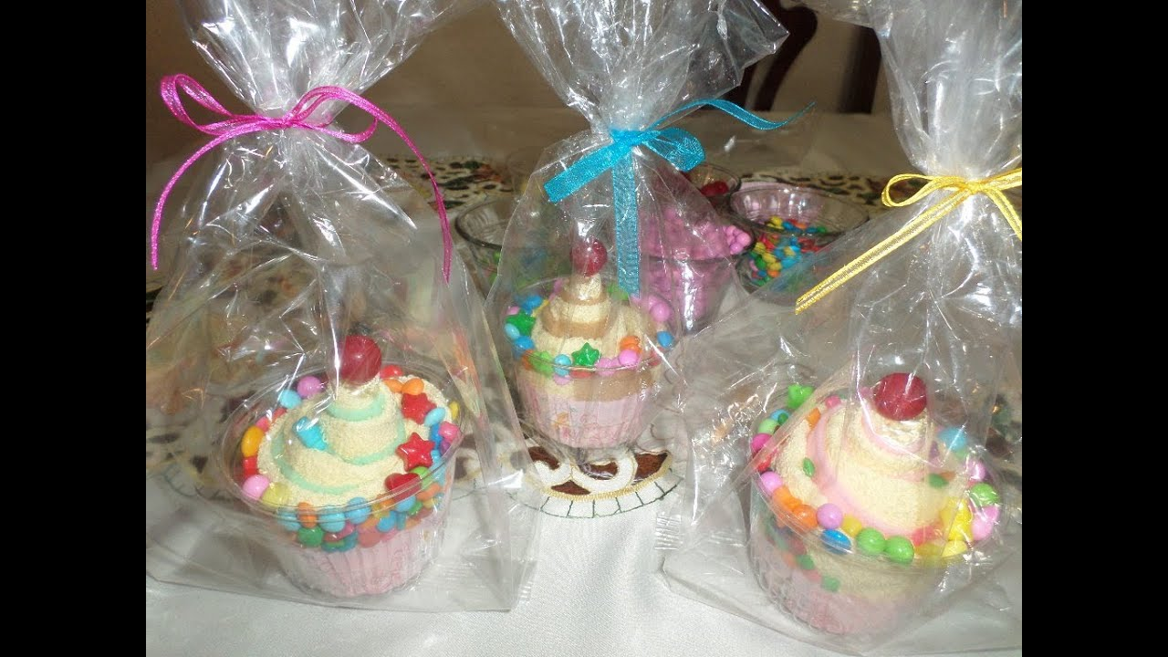 Cupcakes con toalla facial youtube for Adornos con toallas
